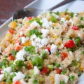quinoapfanne mit paprika, erbsen und käse