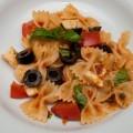 nudelsalat mit getrockneten tomaten und oliven