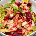 salat mit roter beete und avocado
