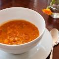 rote-linsen-suppe mit aprikosen und kreuzkümmel